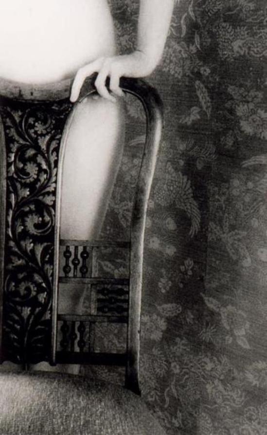 Nancy Roberts. Autoportrait 1990 Via cornettesaintcyr.com