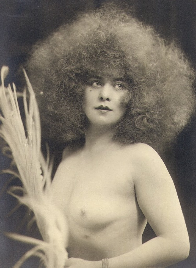 Photographe inconnu. Parisian beauty and music-hall performer Jickriss 1925 Via vastaimages