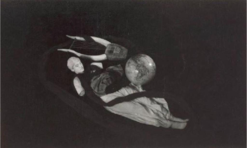 Sacha Masour. Lee Miller en statue dans Le sang d'un poète de Jean Cocteau 1930 Via drouot
