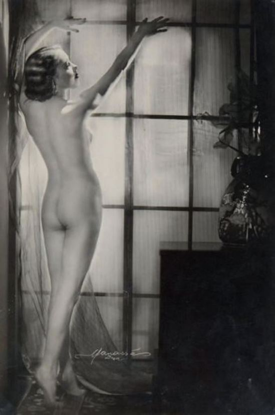 Studio Manassé. Nu à la fenêtre vers 1935 Via drouot