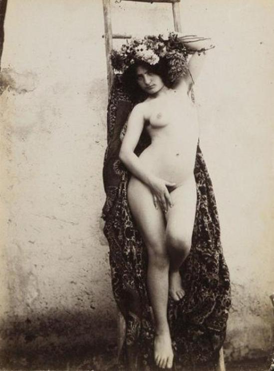 Vincenzo Galdi. Nu féminin aux fleurs 1900 Via ader.fr