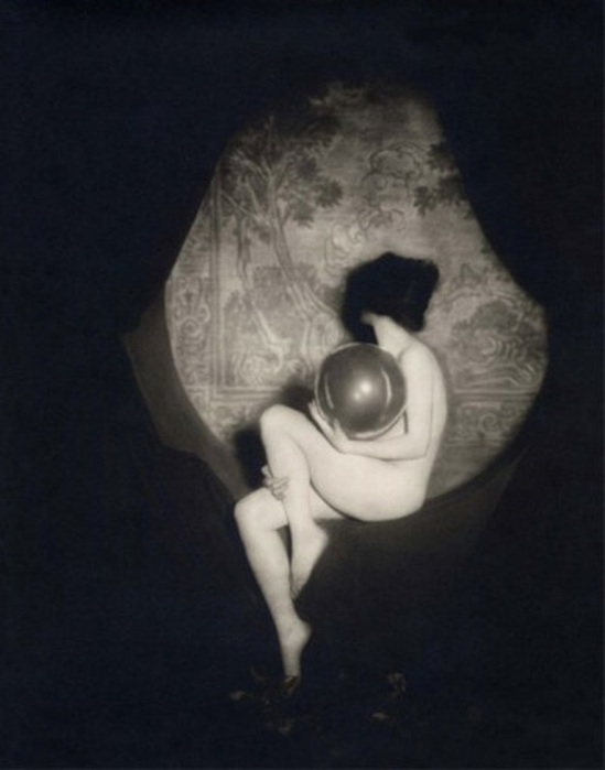 Alfred Cheney Johnston. Dorothy Dickson on stage 1926 Via artnet