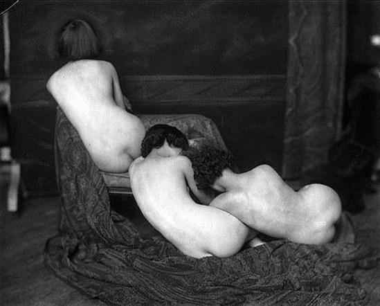 Alfred Cheney Johnston. Nus féminins années 1920 Via invaluable