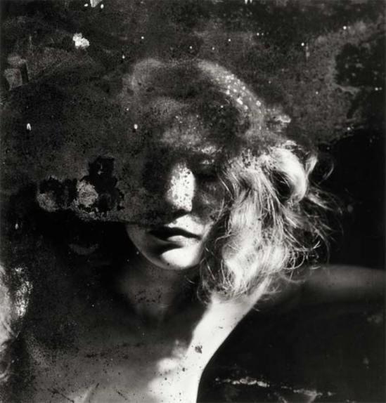 Raoul Ubac. Portrait dans un miroir 1937 © Raoul Ubac-ADAGP, Paris 2003 Via BNF