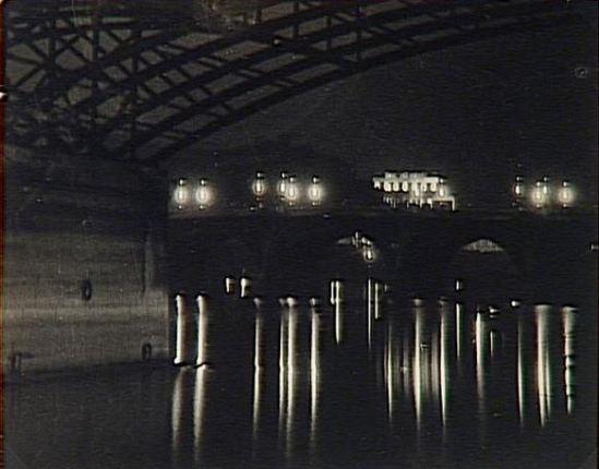 Brassaï. Le Pont des Arts et le Pont Neuf vers 1930. Via RMN
