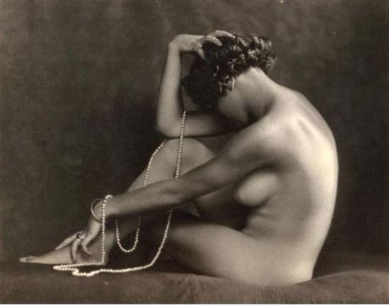 Carlo Wulz. Jeune femme nue assise de profil 1920-1925. Via RMN
