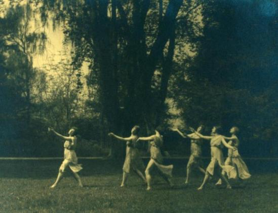 Arnold Genthe. Greek revival dancers 1916-1920. Via nypl