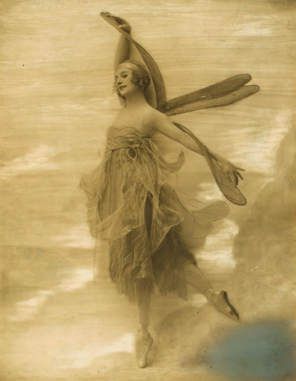 ®Ira Lawrence. Anna Pavlova in Dragon Fly 1914. Via nypl