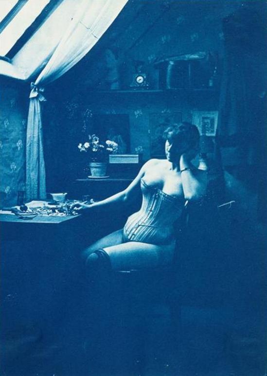Charles François Jeandel. Femme assise dans l'atelier de l'artiste entre 1890 et 1900. Via rmn