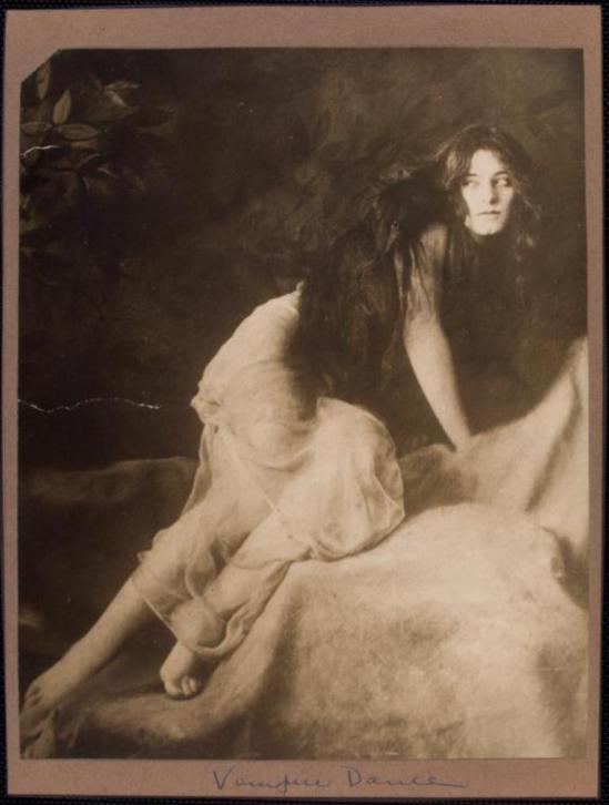 Jerome Robbins Dance Division. Dancer Alice Eis 1909-1913. Via Nypl