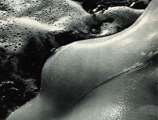 Lucien Clergue. Né de la vague n° 62, 1968. Via expo-foto