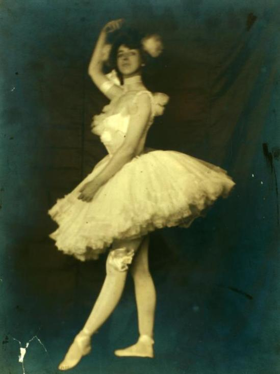 Ruth St. Denis as a ballet girl in Zaza 1898. Via nypl