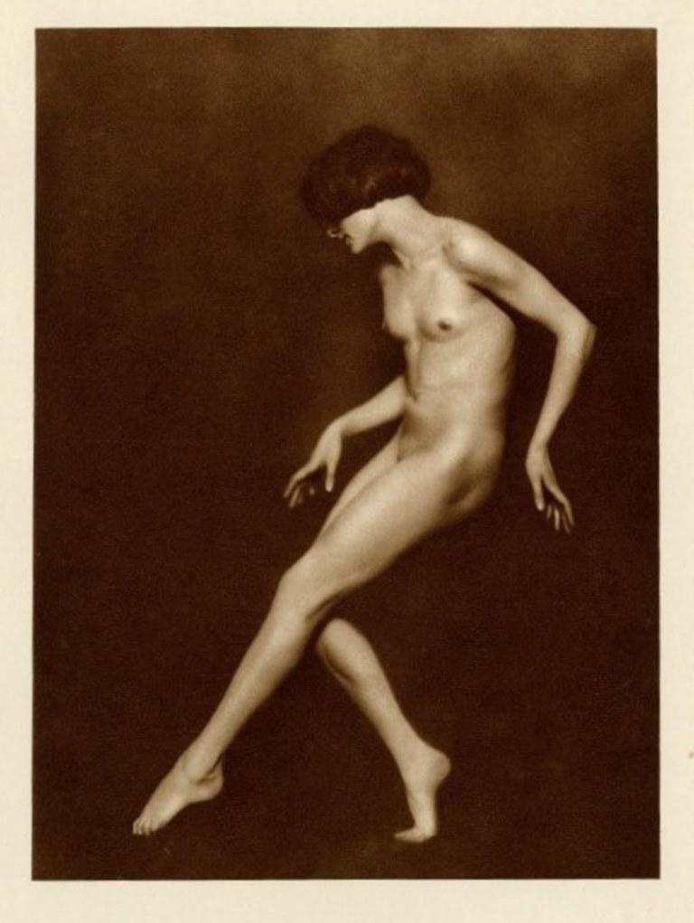Trude Fleischman.  Dancer Claire Bauroff, Wien 1925 . Via liveauctioneers