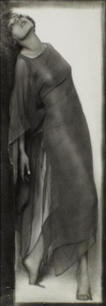 Trude Fleischman. Dancer Katta Sterna 1925. Via rivesveronique on tumblr