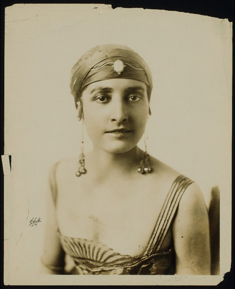 White Studio. Flore Revalles entre 1918 et 1923. Via nypl
