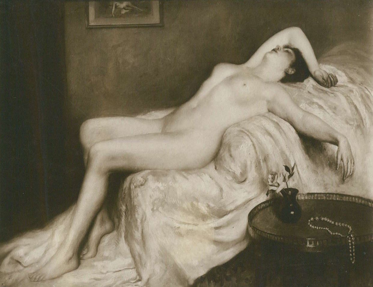 Alfred Noyer Studio.  Galand. Erotic nude sleeping woman on a divan. 1910s postcard Salon de Paris