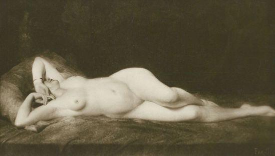 Alfred Noyer Studio. Woman in bed de Far Si. Erotic nude original 1910. Postcard Salon de Paris