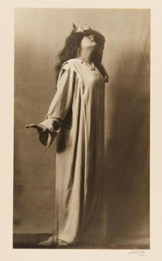 Arnold Genthe. Julia Marlowe as Lady Macbeth in Macbeth 1911-1913. Via mcny