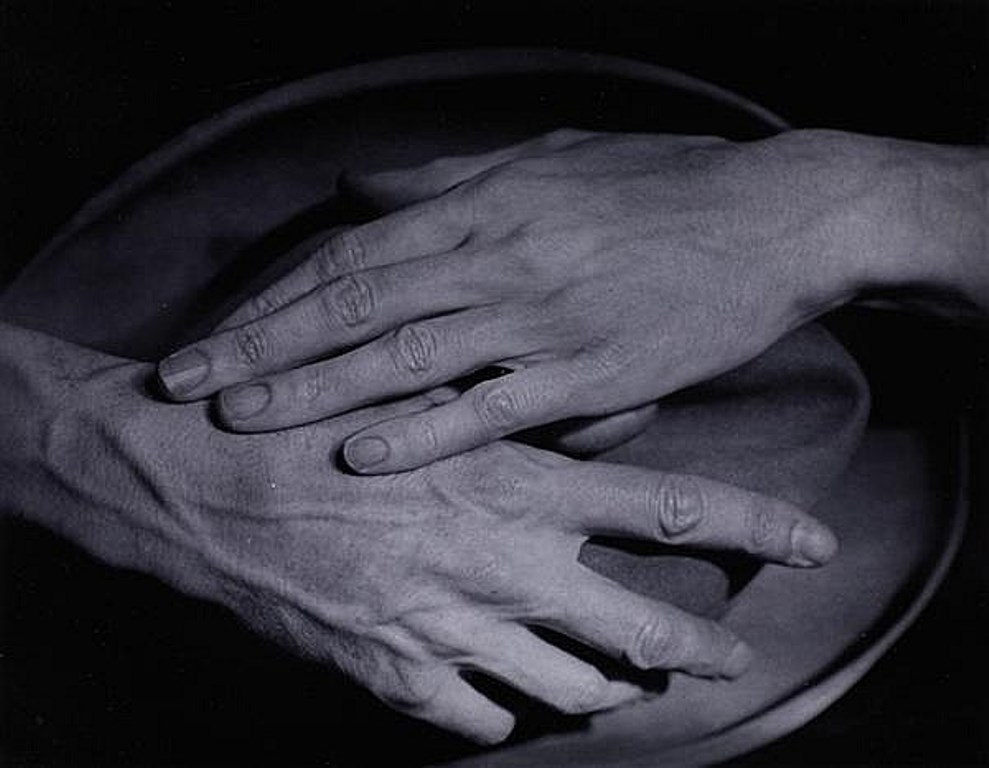 Berenice Abbott (1898-1991) Les mains de Jean Cocteau 1927. Via invaluable
