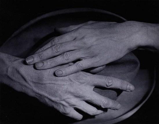 Berenice Abbott (1898-1991) Les mains de Jean Cocteau 1927. Via invaluable