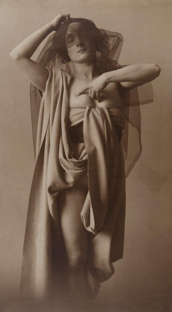 © Hereus de Joan Vilatobà.Sense títol, circa 1904-1905. Via loeildelaphotographie
