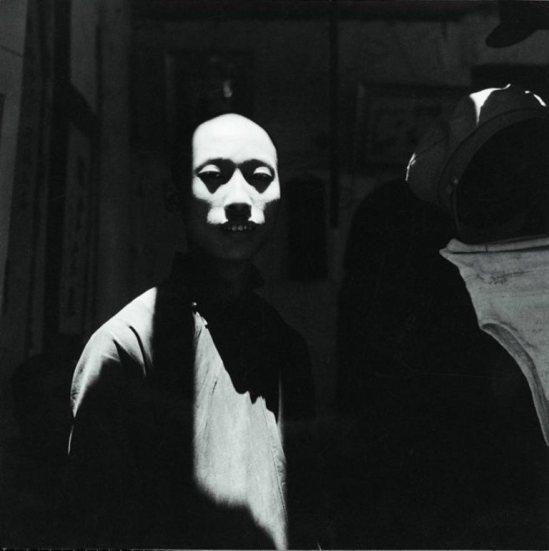 Cecil Beaton. A man's Face caught in the sunlight in Chengtu 1944. Via musée reattu
