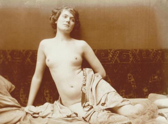 Charles Augustin Lhermitte.Jeune femme nue, assise, l'air rêveur vers 1912. Via rmn