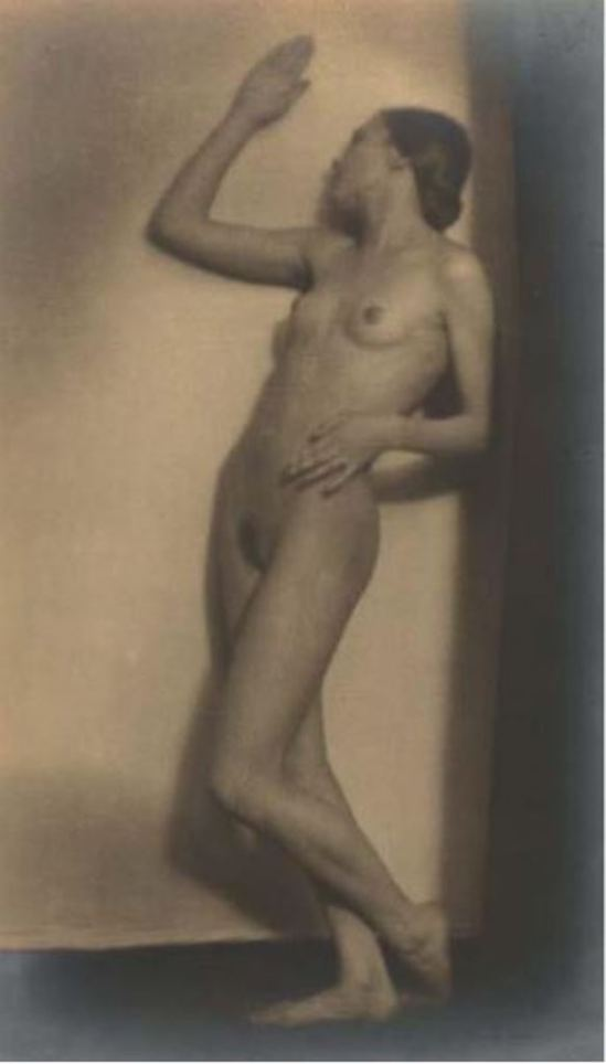 Germaine Krull. Berthe Krull 1923. Via yannlemouel auctions