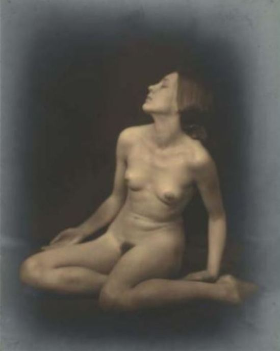 Germaine Krull1. Berthe Krull 1923. Via yannlemouel auctions