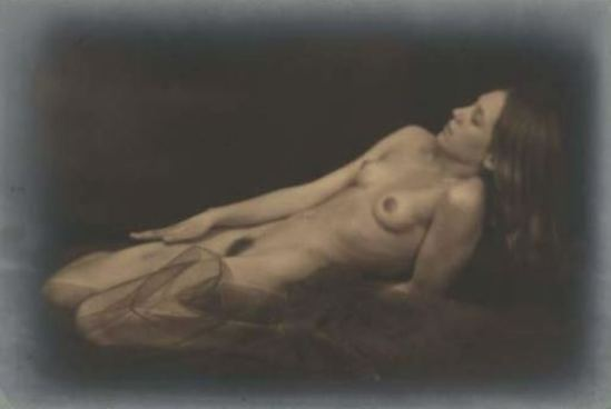 Germaine Krull3. Berthe Krull 1923. Via yannlemouel auctions