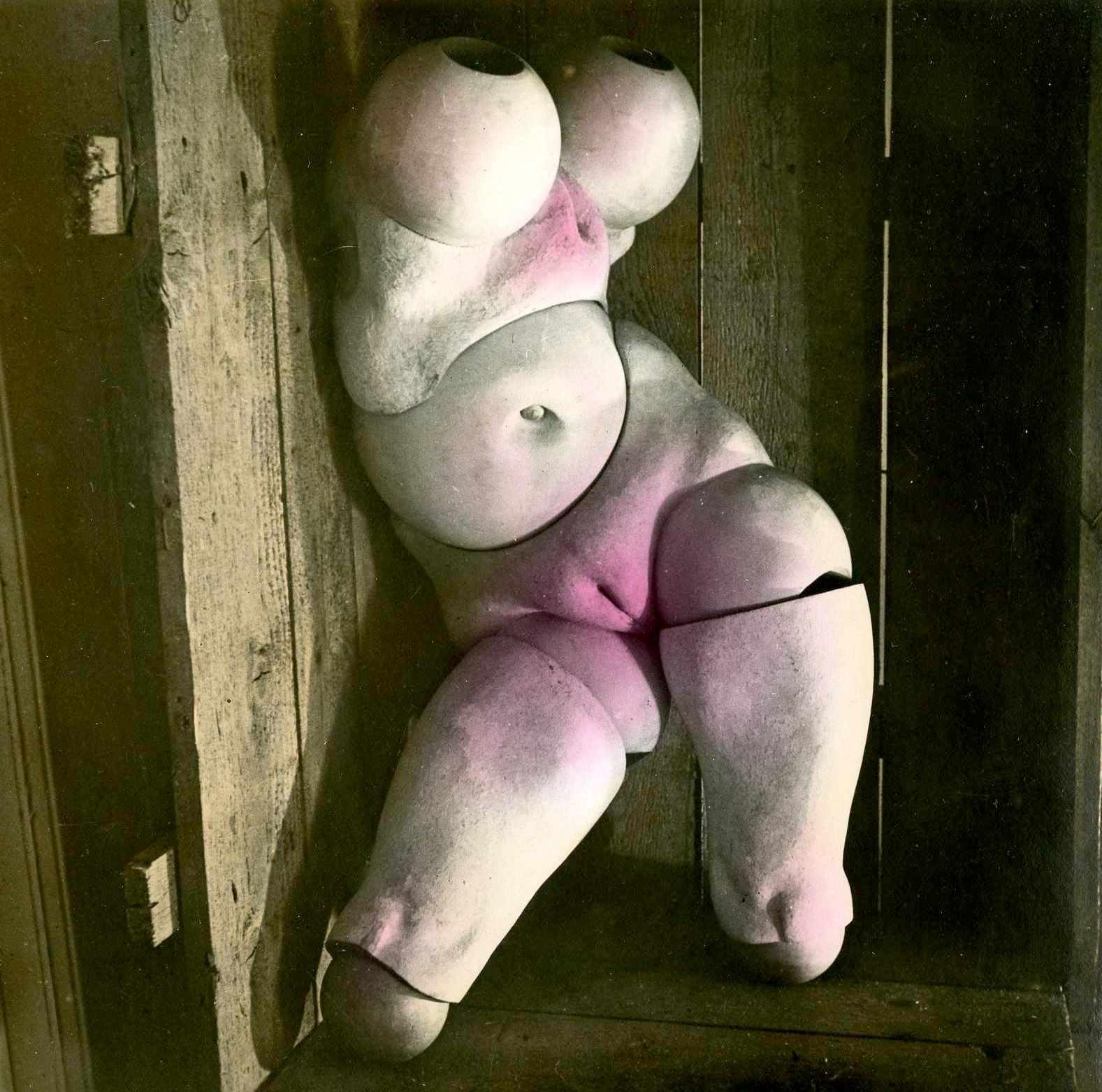 Hans Bellmer1. Les jeux de la poupée 1949. Via fiac