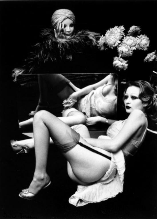 Irina Ionesco. Jeune femme au miroir 1970. Via yannlemouel