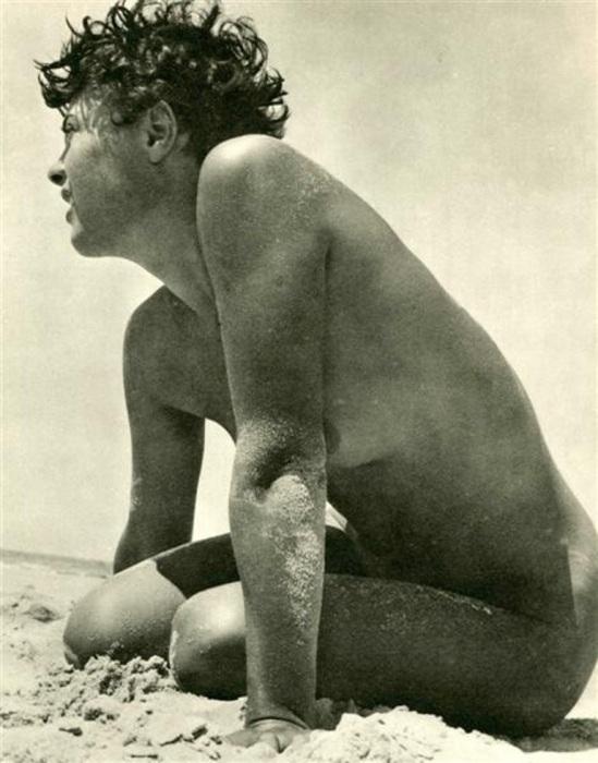 Jean Moral. Sur la plage 1933. Via liveauctioneers