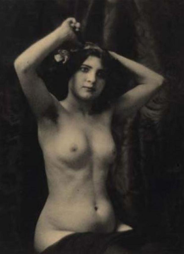 Laure Albin-Guillot (attribué à). Nu aux bras levés 1920. Via yannlemouel auctions