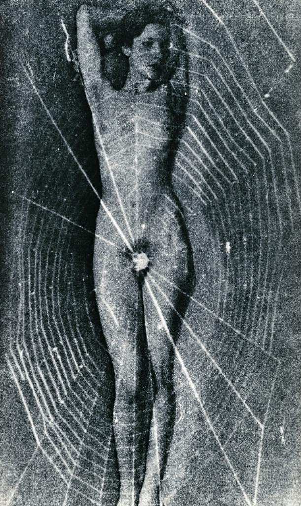 Man Ray. Femme nue et toile d'araignée 1936. Via musée réattu