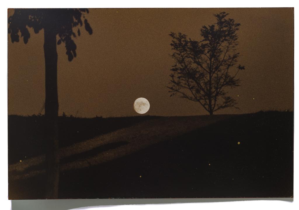 Masao Yamamoto. From the series Nakazora 1999. Via robertkleingallery