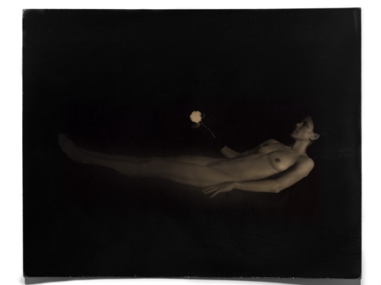 Masao Yamamoto1. From the series Nakazora 2001. Via robertkleingallery