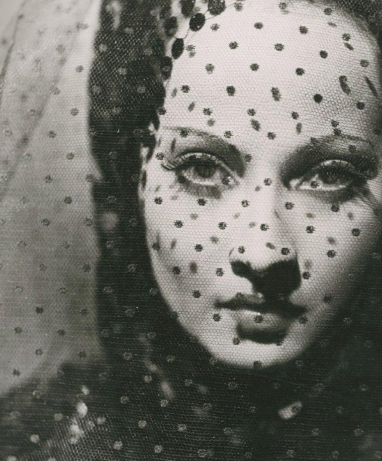 Photographe anonyme. L'actrice Merle Obéron dans The Private Life of Don Juan en 1934. Via yannlemouel