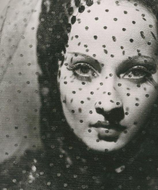 Photographe anonyme. L'actrice Merle Obéron dans The Private Life of Don Juan en 1934. Via yannlemouel