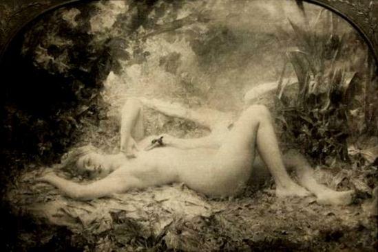 Photographe anonyme.  Léon Comerre.Le triomphe du cygne vers 1890. Via rmn