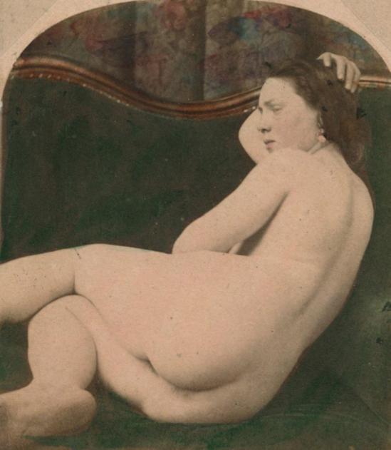 Photographe anonyme. Nu sur canapé 1860. Via yannlemouel
