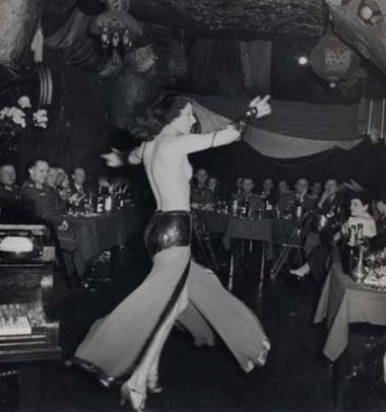 Roger Schall. Officiers allemands au cabaret Shéhérazade, Paris 1940. Via yannlemouel auctions