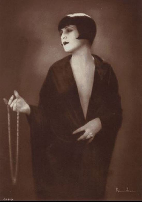 Alexander Binder. Lya de Putti 1928. Via wiki.jpg.