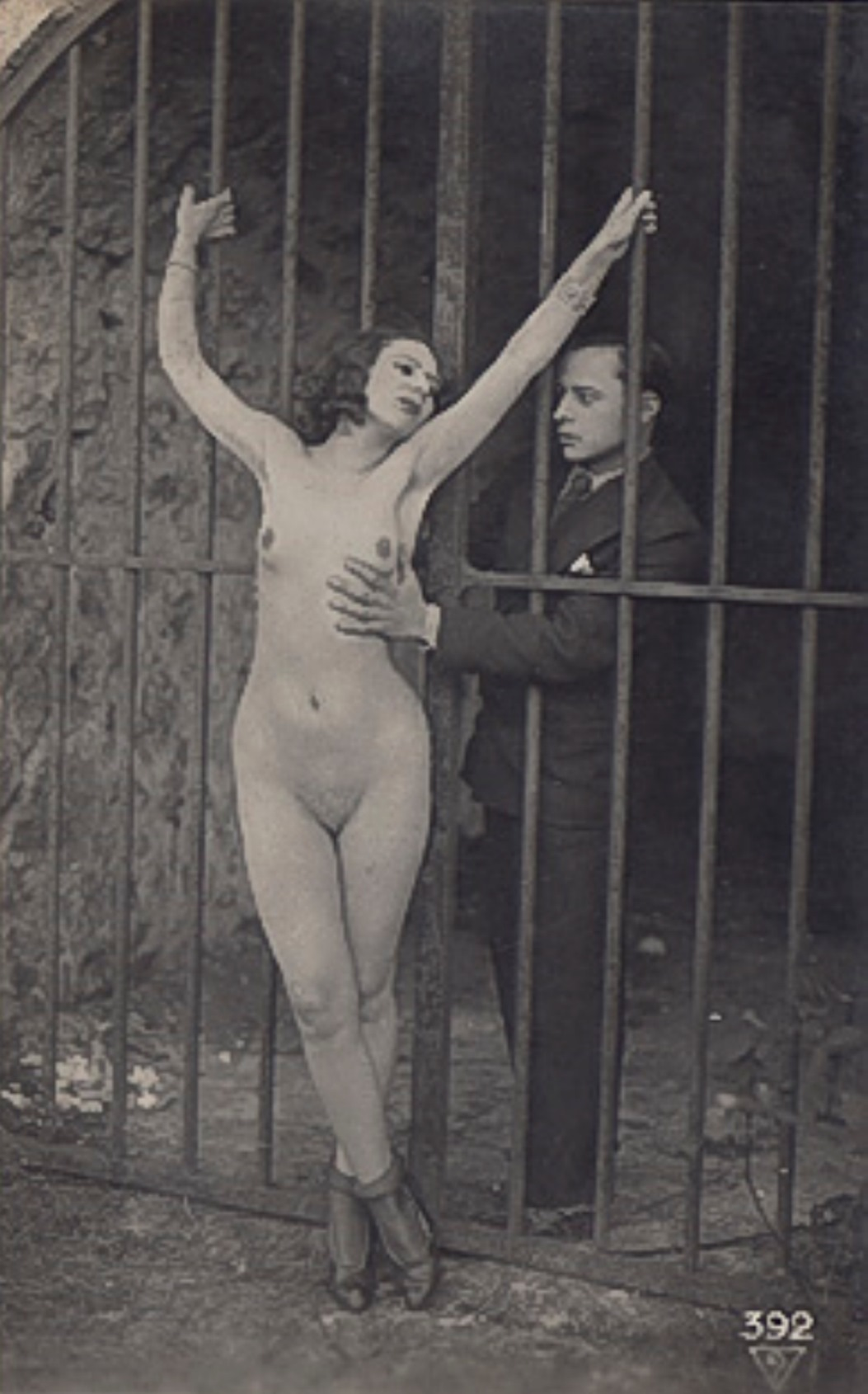 Photographe anonyme. The grip 1910. Via iphotocentral