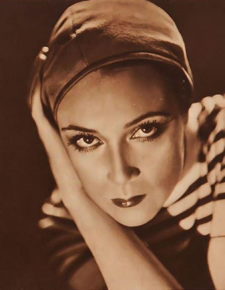 Portrait de l'actrice Dolores del Rio. Via fanpix