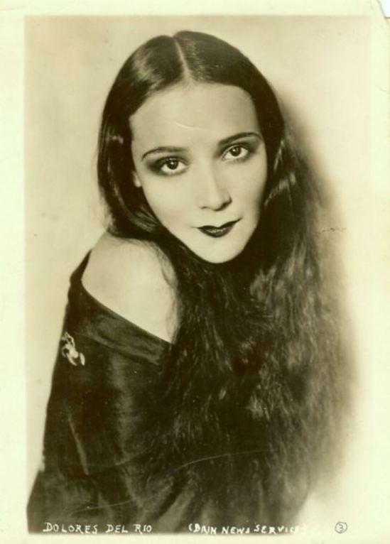 Portrait de l'actrice Dolores del Rio3. Via fanpix