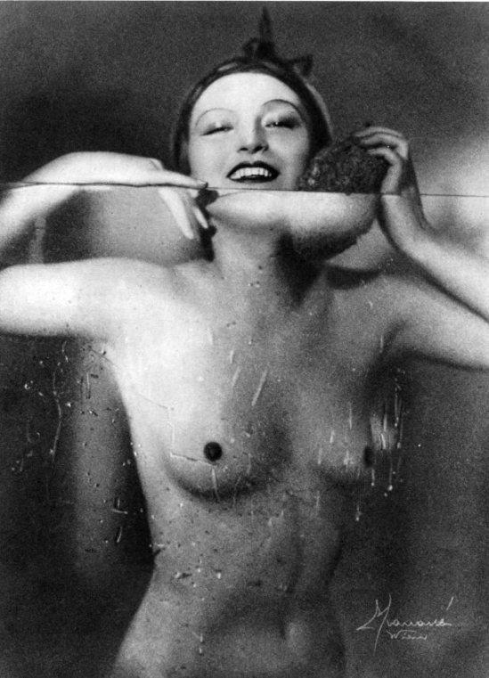 Studio Manassé. Dans le bain 1933. Via liveauctioneers