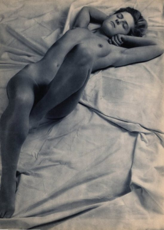 Emmanuel Sougez. Reclining nude 1948. Via liveauctioneers
