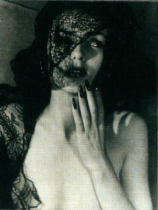 Jacques-Henri Lartigue. Florette, Paris 1944. Scan de Lartigue, l'album d'une vie. ®Centre Pompidou, Editions du Seuil 2003