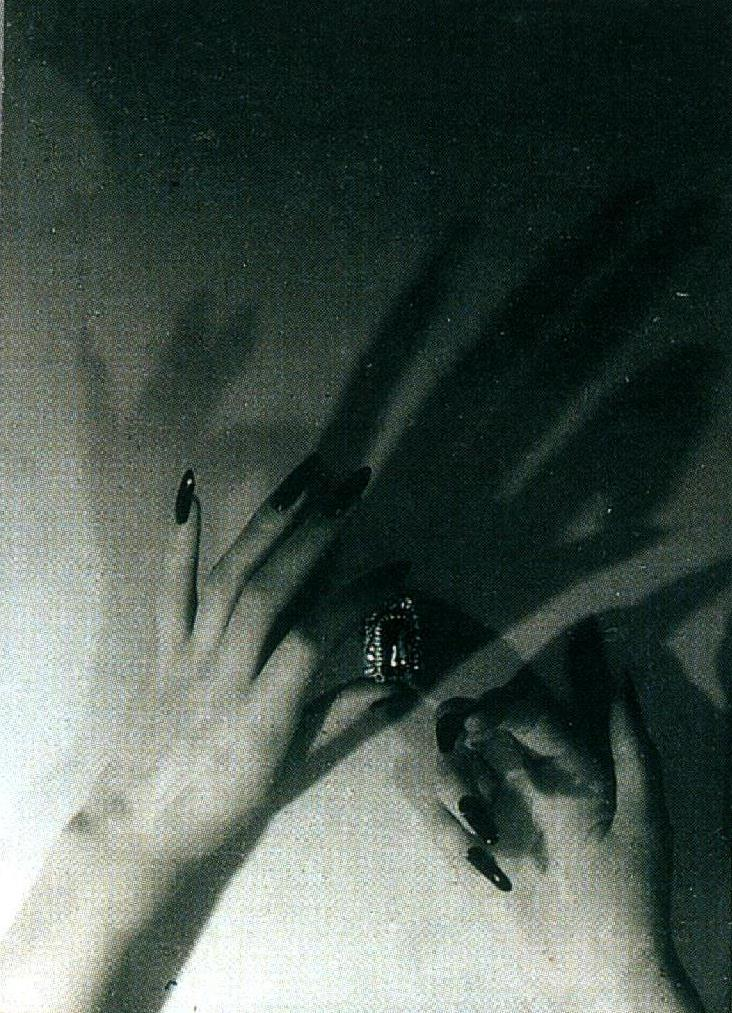 Jacques-Henri Lartigue. Les mains de Florette, Paris 1944. Scan de Lartigue, l'album d'une vie. ®Centre Pompidou, Editions du Seuil 2003